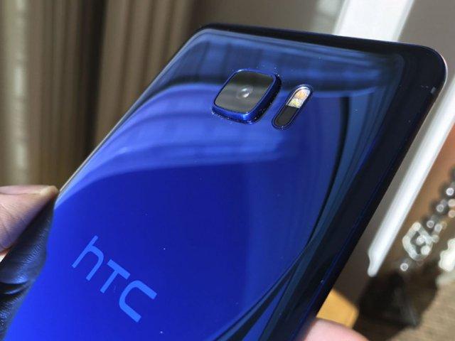 HTC U Ultra实机照疑曝光:双屏幕设计
